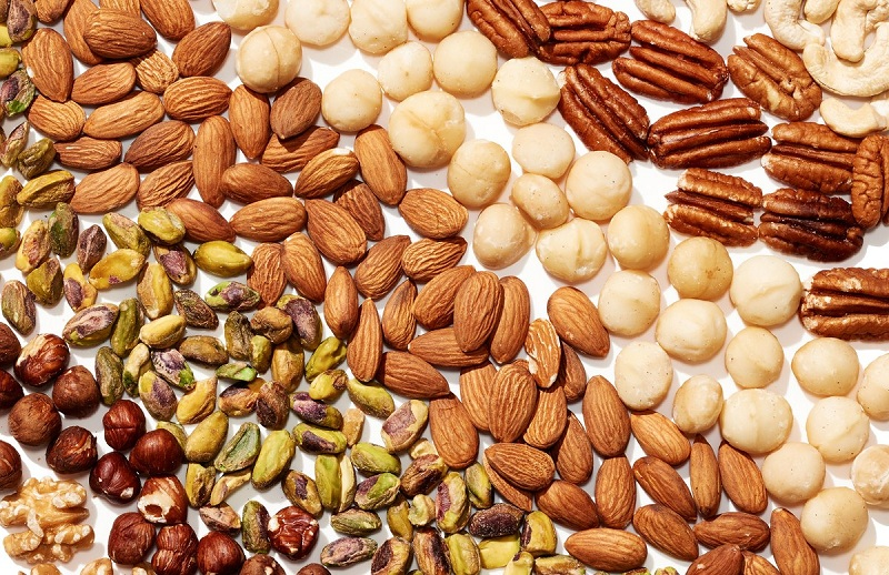 A handful of nuts when your hunger attacks