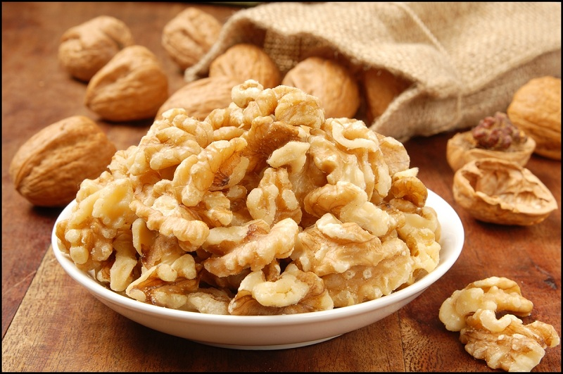 Walnuts to improve your memory and focus better